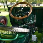 Bührer Traktor mit Drehzahlmesser