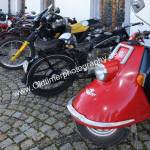 Classic Bikes und im Vordergrund eine rote Heinkel Tourist