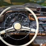 Mercedes-Benz 190 SL Armaturentafel und immer mit weißem Lenkrad