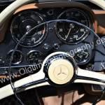 Mercedes-Benz 190 SL mit damals typisch, verchromten Signalring innerhalb des Lenkrads