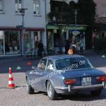 Alfa Romeo 2000 GT Veloce während einer Zwischenprüfung bei einer Oldtimerrallye