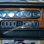 Jaguar XJ6 mit Kippschalter und Rundinstrumente für Öl Wasser usw.