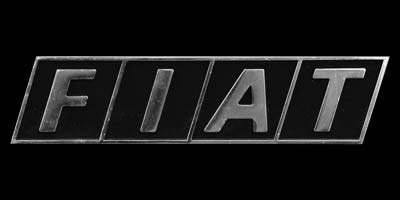 Logo Fiat auf Kühlergrill von Fiat 127