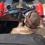 Morgan Threewheeler und dessen Fahrer und seiner historischen Kleidung