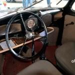VW Ur-Käfer mit nur einem Rundinstrument, aber großen Ablagenetz