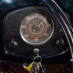 VW Ur-Käfer mit nur einem Rundistrumente für Hschwindigkeit und Kilometerzähler