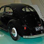 VW Ur-Käfer von 1949 wie er im Porsche Museum zu sehen ist