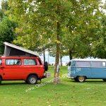VW Bus T3 mit REIMO Aufstelldach und rechts VW Bus T2