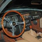 Lamborghini 400 GT 2+2 Interieur mit Lederausstattung und edlem 3-Speichen-Holzlenkrad