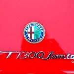 Alfa Romeo GT 1300 Junior mit Logo und Schriftzug auf Heckklappe