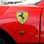 Ferrari F355 GTS F1 detail view mit Logo Ferrari am vorderen Kotflügel