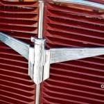 Adler Trumpf Junior 1E- Limousine mit großem Adler-Logo auf Kühlergrill