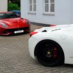 Ferrari 458 Teilansicht mit Ferrari F12 im Hinergrund