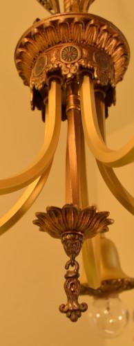 Fuchsia chandelier, lower stem close up