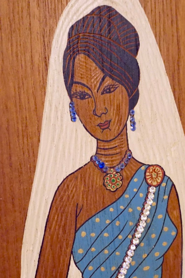 Wooden Asian Lady in Blue Saree
