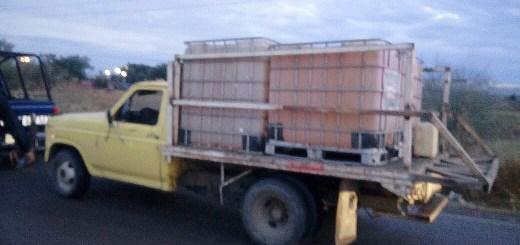 Asegura PEP 3 mil litros de hidrocarburo y detiene a 3 sujetos que lo transportaban