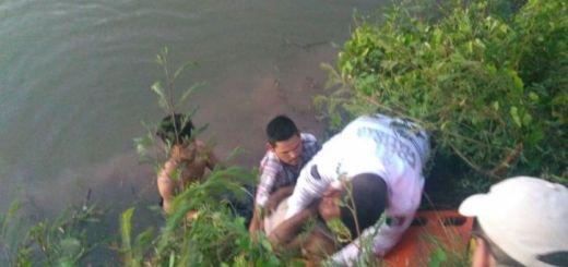 Camión de pasajeros cae a un canal en carretera rumbo a Choacahui, Ahome