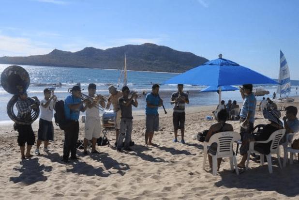 Piden ordenar bandas en las playas