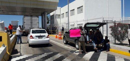 Productores toman casetas de cobro en la Autopista Benito Juárez