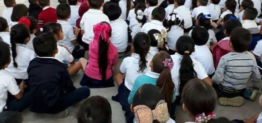 Aprenden niños educación con seguridad