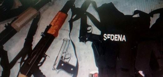 Detienen a cuatro personas con un arsenal en el fraccionamiento Urbi Villas del Cedro