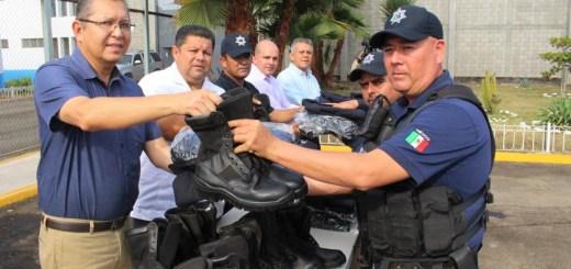 Entregan uniformes a policía municipal