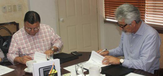 Firma de convenio entre SEPYC y seguro popular