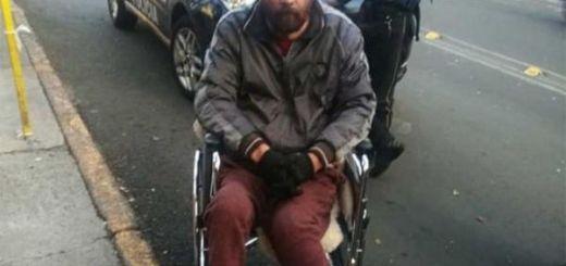 Sujeto en silla de ruedas intentan robar un Oxxo en la CDMX