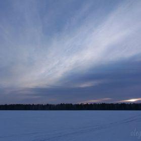 Красивый сибирский закат, снег, поле