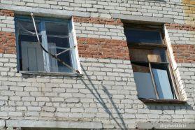 Окна, деревня, советское здание, разруха, Россия