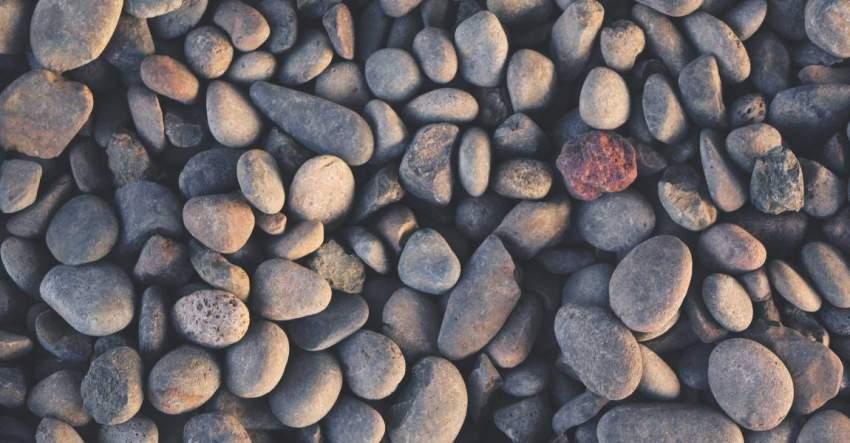Галька, гладкие камешки, брать идею, поиск, мысли, чувства, второстепенные, побочные, главные