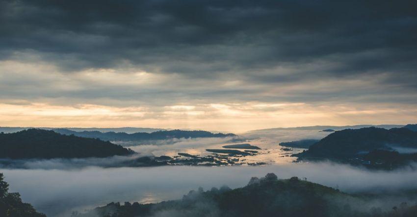 Туман, хмурое небо, чёрные облака, светозарка, мечта, сон, рассказ