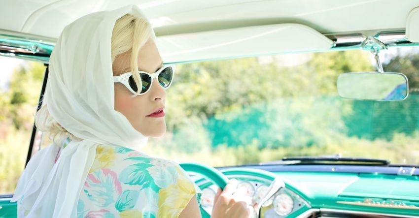 Женщина, машина, руль, винтажное фото, иллюстрация
