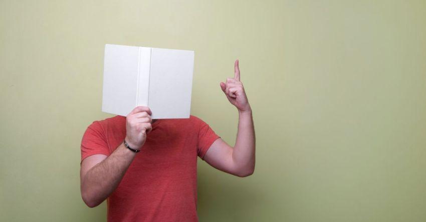 Человек с книгой, фото, иллюстрация к рассказу
