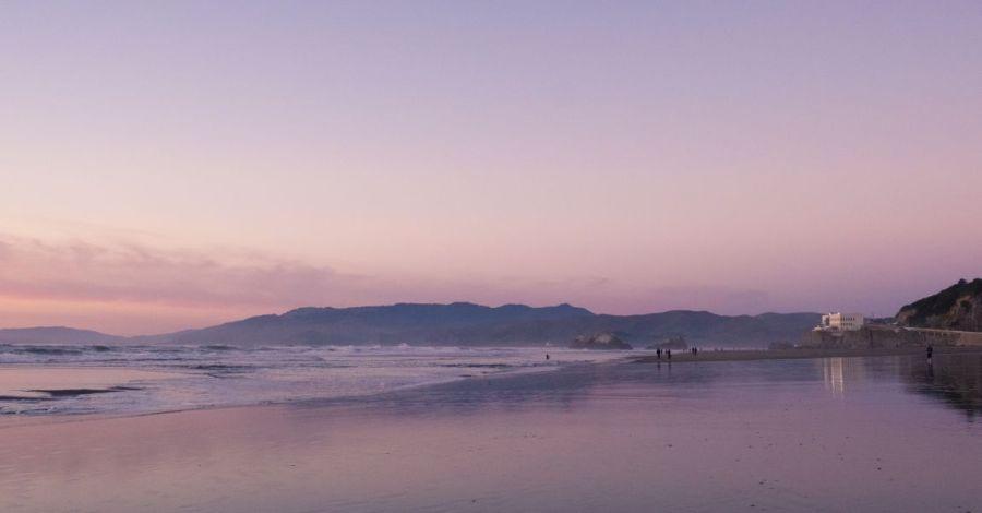 Фантастический пейзаж, фото в лиловых тонах, иллюстрация для рассказа