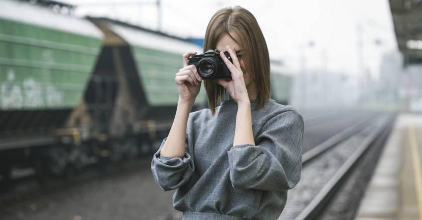 Поезд, девушка, фотоаппарат, фото