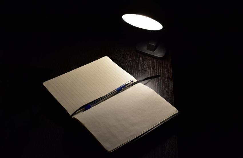 Тетрадь, лампа, чистая тетрадка, школьная