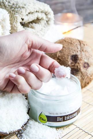 Olej kokosowy nierafinowany ma konsystencję masła kokosowego