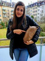 El abrigo Uniqlo cabe en esta bolsa