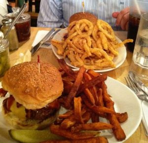 Cambridge, hamburguesas típicas americanas en Mr Bartley´s