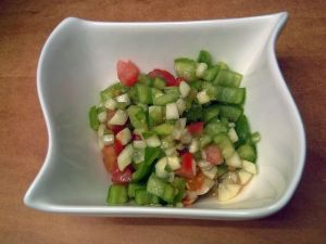 Picadito de verduras para el gazpacho. Fuente: Pixabay
