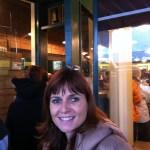 Carmen en el primer Starbucks en Seattle