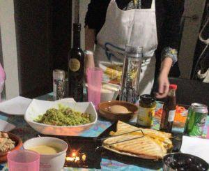 Cena mexicana con quesadillas de queso y jamón
