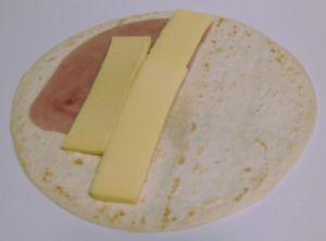 Quesadilla con queso cheddar blanco
