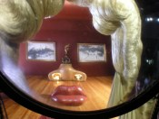 Montage tri-dimensionnel avec vision d'ensemble que l'on obtient en regardant par la lentille de réduction en haut de l'escalier