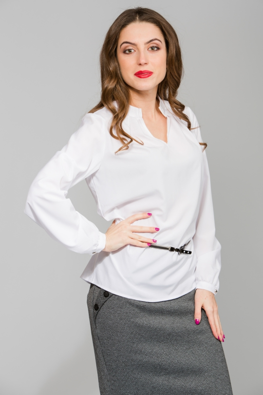 Белая блуза с вырезом