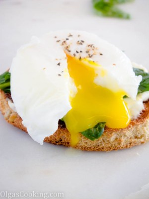 healthy and delicious poached egg sandwich