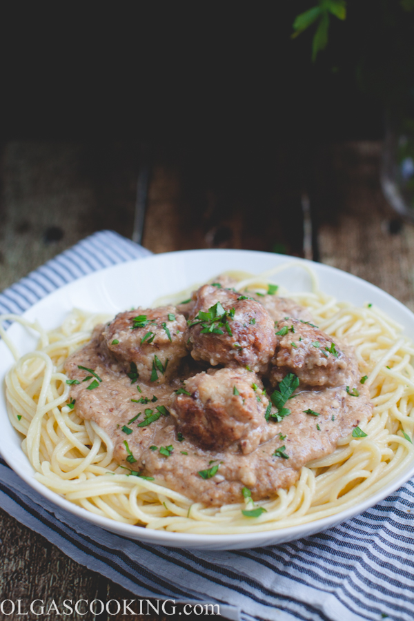 Meatballs in Almond Sauce-1
