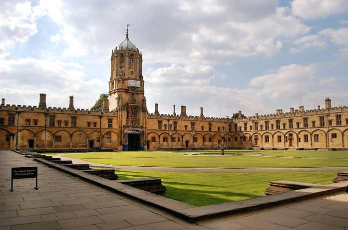 Town you must visit in England - Oxford| Travel Blog| olgatribe.com #england