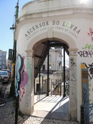 Graffiti on Ascensor do Lavra